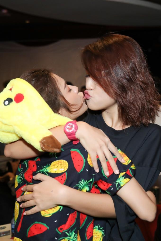 <p> MC Hoàng Oanh cũng có mặt chung vui cùng Hoàng Yến.</p>
