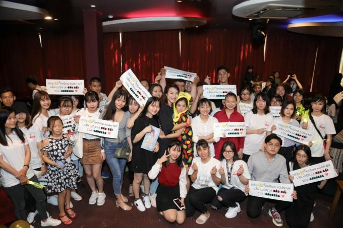 <p> Sau buổi offline tại TP HCM, Hoàng Yến Chibi sẽ có buổi offline mừng sinh nhật tại Hà Nội (15/12) và Huế (22/12).</p>