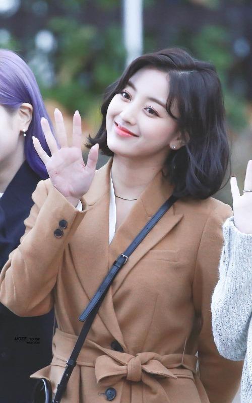 Cũng giống trường hợp của Wendy, Ji Hyo, thành viên từng khá mờ nhạt trong khoản visual của Twice, đang có một diện mạo ấn tượng hơn trước.