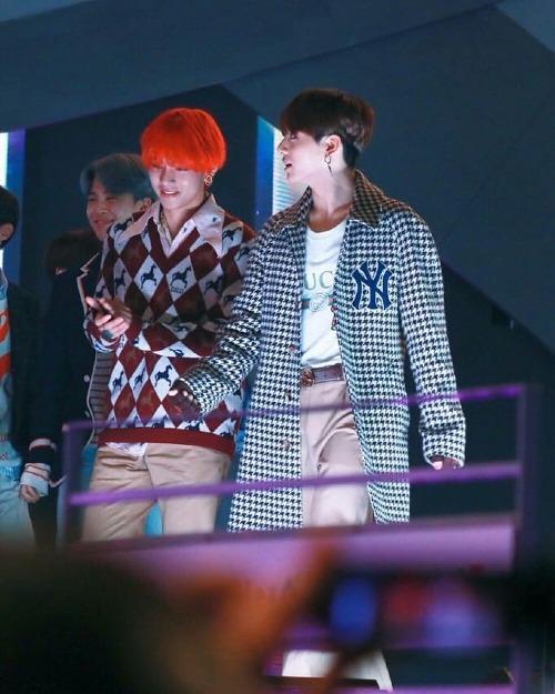 VKook (V và Jung Kook)cũng là couple đáng yêu trong mắt fan.