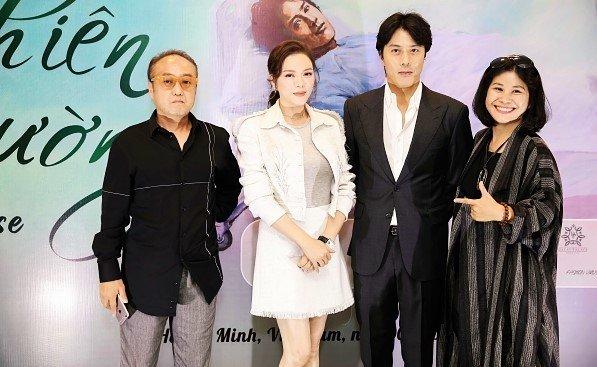 Nhà sản xuất Nguyễn Hoàng Hạnh Nhân (ngoài cùng bên phải) tại buổi họp báo ra mắt dự án phim Thiên đường.