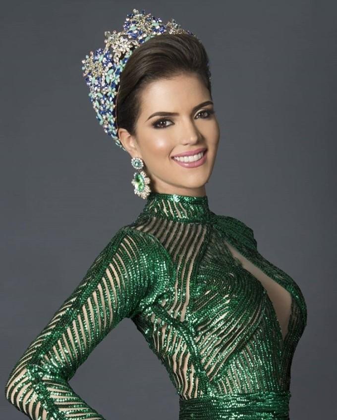"""<p> Veruska Ljubisavljevic - Hoa hậu Venezuela - từng <a href=""""https://ione.net/tin-tuc/thoi-trang/nguoi-dep-venezuela-bi-tuoc-quyen-thi-miss-world-2018-3794791.html"""">đâm đơn kiện BTC</a> Hoa hậu nước nhà hồi tháng 8 vì không được cấp phép thi Miss World do quá tuổi. Tuy nhiên sau khi hai bên hòa giải, cô đã đại diện Venezuela tham dự cuộc thi này tại Trung Quốc và hiện vào top 30 chung cuộc.</p>"""