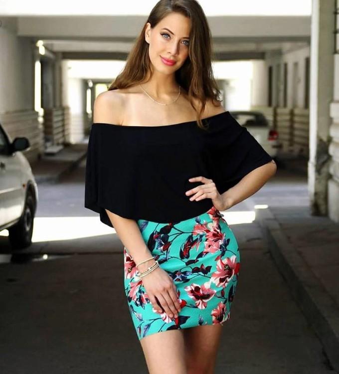 <p> Hoa hậu Chile - Anahi Hormazabal - 20 tuổi, cao 1,75 m. Cô hiện là sinh viên chuyên ngành Thương mại.</p>