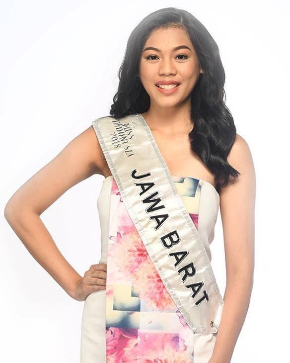 <p> Hoa hậu Indonesia Alya Nurshabrina năm nay tròn 21 tuổi, cao 1,74m. Tuy nhiên, nhan sắc của cô gái này bị đánh giá không quá nổi trội. Song bù lại, đại diện đất nước vạn đảo lại có nền tảng tri thức tốt. Cô đang theo học tại Đại học Công giáo Parahyangan, là trợ lý thực tập và giảng dạy cho Giáo sư Bob Sugeng Hadiwinata thuộc Trung tâm Nghiên cứu châu Âu Parahyangan (PACES).</p>