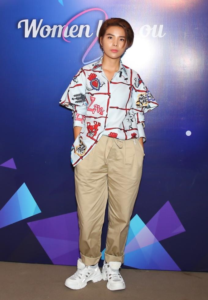 """<p> Vũ Cát Tường với phong cách cá tính tại sự kiện. Cô được đề cử hạng mục """"Ngôi sao Âm nhạc"""" nhờ nhiều hoạt động nổi bật trong năm như ra mắt album 'Stardom', tổ chức concert vào giữa tháng 11...</p>"""