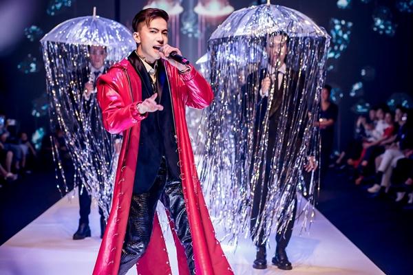 ST ngoài trình diễn first face còn biểu diễn Let it rain đầy sôi động.