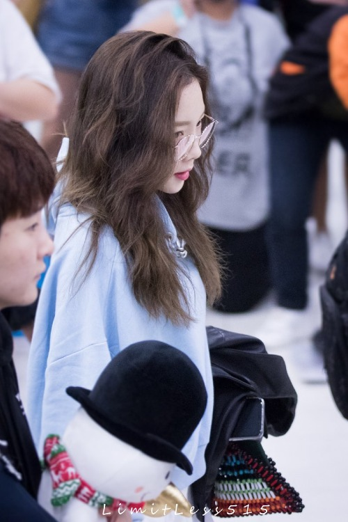 Rất nhiều fan bình luận về trình hack tuổi của Tae Yeon. Cô ấy sắp 30 tuổi rồi nhưng nói 18 tuổi tôi vẫn tin đấy, một fan nhận xét.