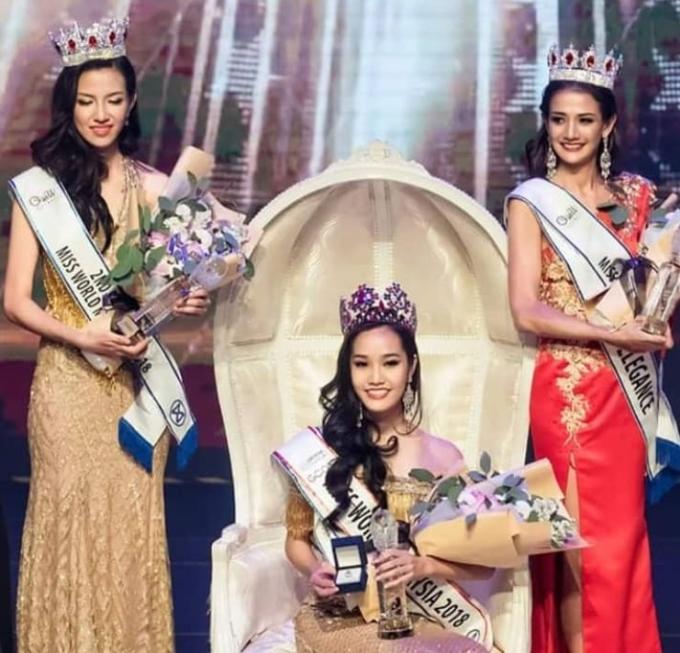 """<p> Sau 1 năm không có đại diện tranh tài ở Miss World, Malaysia cử đến Hoa hậu Thế giới 2018 người đẹp Larissa Ping Liew, sinh năm 1999 và cao 1,73m. Trước đó, nữ sinh trường St. Joseph còn thắng hai giải thưởng phụ là """"Người đẹp ảnh"""" và """"Người đẹp tài năng"""" khi tham dự Hoa hậu Malaysia 2018.</p>"""