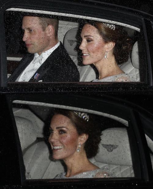 Công nương Kate khiến fan nín thở khi đội vương miện của Diana - 1