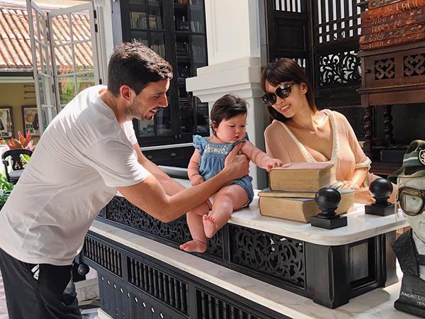 Vợ chồng Hà Anh đưa con gái cưng đi nghỉ dưỡng sang chảnh ở Phú Quốc.
