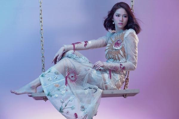 Tinh thần ca khúc mang nhiều nét tương đồng với con người mong manh của Vân Shi ở đời thực
