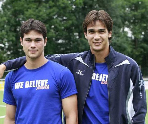 Hai anh em Phil Younghusband (sinh năm 1987)  và James Younghusband (sinh năm 1986) được người hâm mộ bóng đá Đông Nam biết đến là những trụ cột ĐTQG. Tuy nhiên, họ không phải anh em song sinh, Phil kém người anh của mình một tuổi.