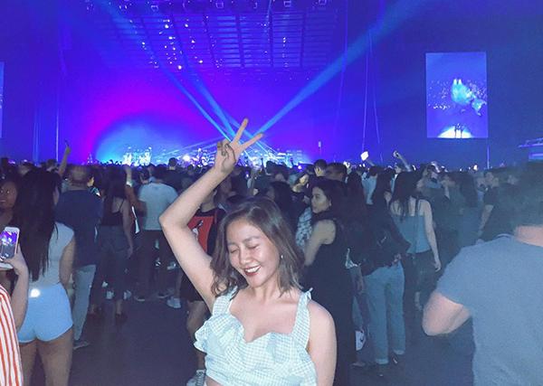 Văn Mai Hương cháy hết mình khi tham gia concert của The Weeknd tại Singapore.