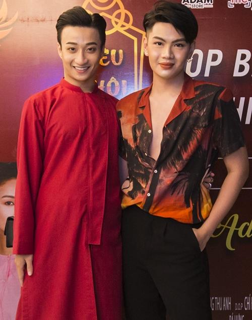 Tí tởn chụp ảnh dáng lạ với Adam Lâm, Mai Ngô quê vì té sấp mặt - 4