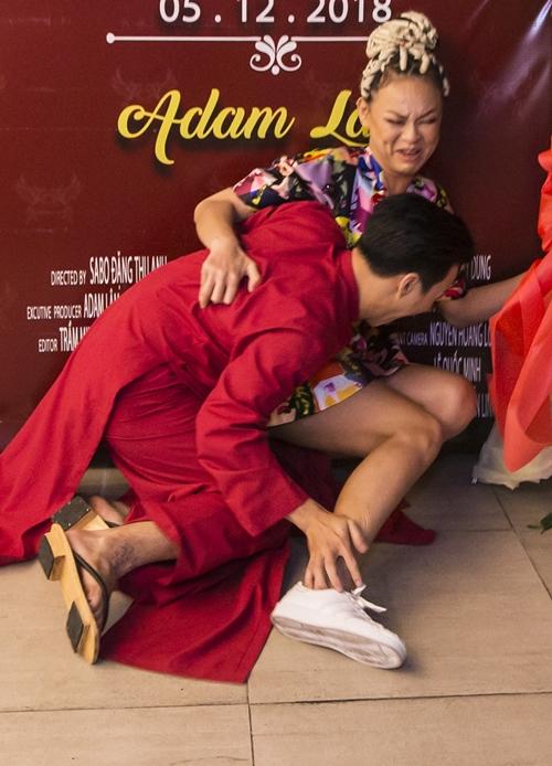 Tí tởn chụp ảnh dáng lạ với Adam Lâm, Mai Ngô quê vì té sấp mặt - 2