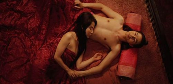 Phản ứng của các sao nữ khi lần đầu khỏa thân trên màn ảnh - 3