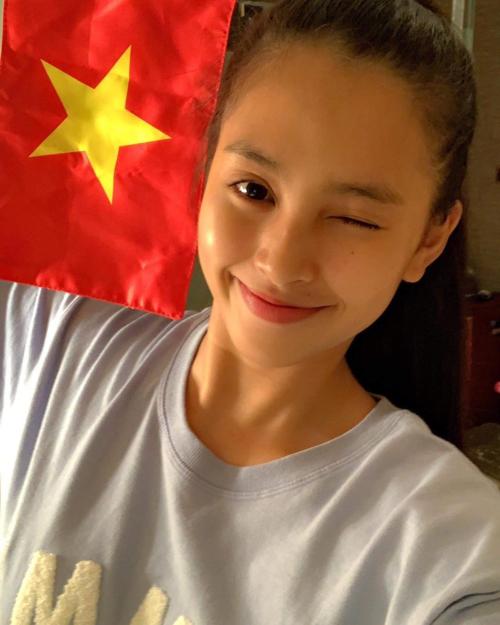 Hình ảnh Tiểu Vy chia sẻ ngay sau trận đấu Bán kết của tuyển Việt Nam.