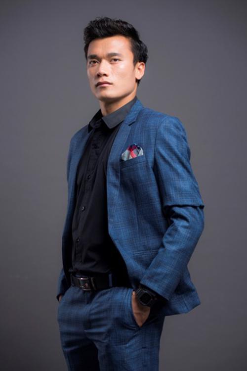 Chàng thủ thành sinh năm 1997 từng chụp hình cho các thương hiệu vest, đồ thể thao, gương mặt đại diện cho nhiều nhãn hàng từ đồng hồ, thực phẩm cho đến trang mua sắm online...