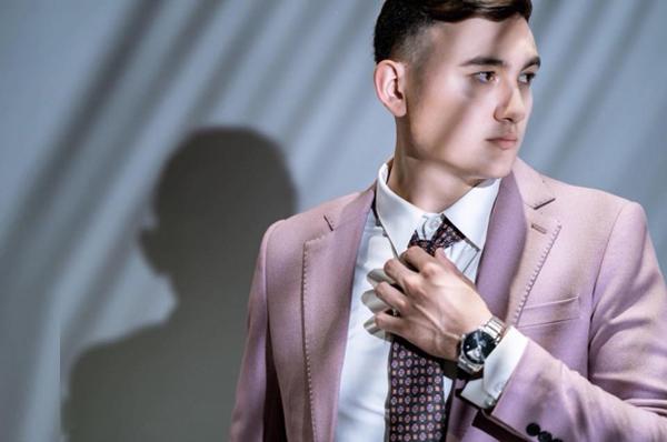 Hình ảnh lịch lãm của Lâm Tây hẳn sẽ khiến nhiều người bất ngờ, khó tin anh chàng chỉ mới mặc vest đôi lần trong đời và chưa từng có kinh nghiệm làm người mẫu.