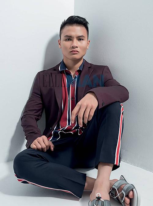Cách đây không lâu, Quang Hải từng khiến fan thích thú khi chụp hình cho một tạp chí thời trang với thần thái, lối biểu cảm cool ngầu chẳng thua người mẫu thứ thiệt.