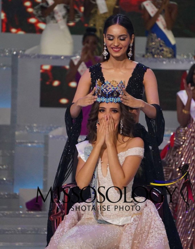 <p> Tại Tam Á, Trung Quốc, vượt qua 117 nhan sắc đến từ khắp các quốc gia và vùng lãnh thổ trên thế giới, người đẹp Mexico - Vanessa Ponce - đăng quang Hoa hậu Thế giới tối 8/12 (giờ địa phương).Cô nhận vương miện từ đương kim hoa hậu Manushi Chhillar (Ấn Độ).</p>