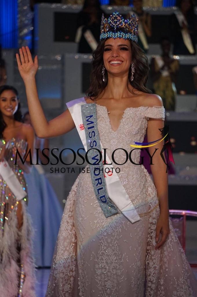 <p> Tân Hoa hậu từng đăng quang Quán quân Mexico's Next Top Model 2014. Cô năm nay 25 tuổi, cao 1,72 m.Trước đêm chung kết Tân Hoa hậu được đánh giá cao. Missosology dự đoán cô giành được vương miện, còn Global Beauties xếp cô ở vị trí Á hậu 2. Ngoài nhan sắc xinh đẹp, body quyến rũ, đại diện châu Mỹ còn được đông đảo khán giả ủng hộ trên mạng xã hội.</p>