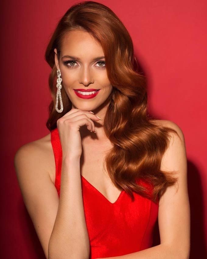 <p> Hoa hậu Pháp - Maëva Coucke - được cả hai chuyên trang sắc đẹp Missosology và Global Beauties dự đoán giành được ngôi vị Á hậu 1. Trước đó, cô chắc suất trong top 30 nhờ chiến thắng trong phần thi Top Model. Người đẹp sinh năm 1994 là người mẫu tại Pháp và đang theo học chuyên ngành Luật tại quê nhà.</p>