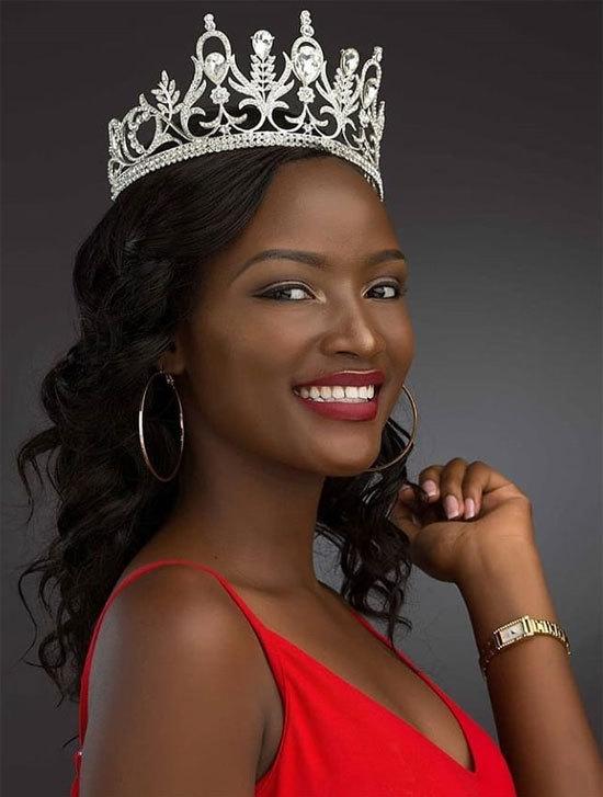 """<p> Quiin Abenakyo là nhan sắc Uganda đầu tiên vào Top 30 Hoa hậu Thế giới. Cô được Global Beauties dự đoán vào top 5 chung cuộc. Người đẹp châu Phi được nhận xét là """"viên ngọc đen"""" lộng lẫy, tỏa sáng tại Miss World. Cô gái sinh năm 1996 vừa tốt nghiệp ngành Kinh doanh máy tính tại ĐH Kinh doanh Makerere.</p>"""