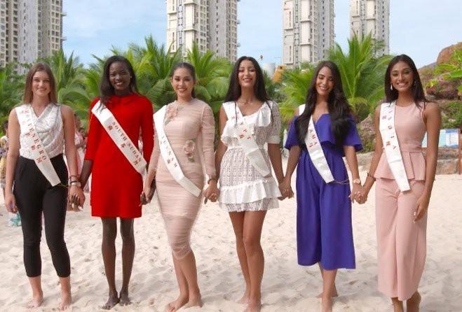 <p> Trong những ngày đầu tham dự Miss World, Tiểu Vy được đánh giá hòa đồng, thân thiện. Cô luôn xuất hiện tại các hoạt động bên lề với diện mạo chỉn chu, xinh đẹp. Cách trang điểm, làm tóc của người đẹp không bị nhiều người chê bai như thời điểm mới đăng quang.</p>