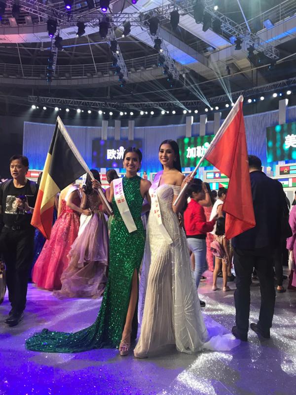 Chiều mai (9/12), Tiểu Vy sẽ đáp chuyến bay từ Trung Quốc trở về Việt Nam. Cô sẽ có buổi giao lưu với truyền thông và người hâm mộ vào ngày 10/12 để chia sẻ về chặng hành trình của mình tại Miss World 2018.