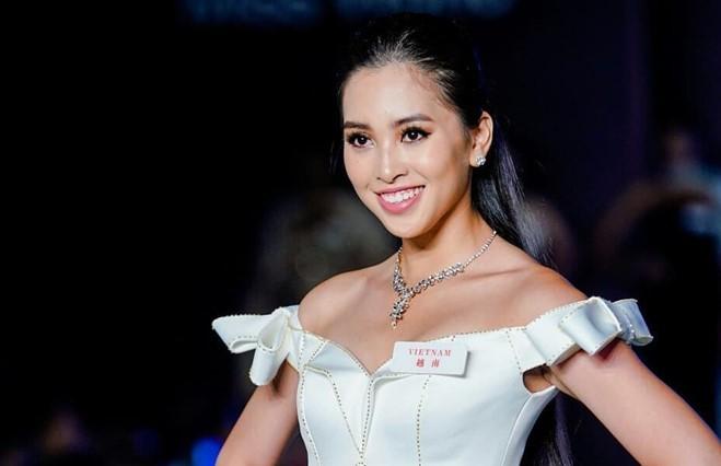<p> Cô tiếp tục trở thành 32 thí sinh xuất sắc trong phần thi Top Model.</p>
