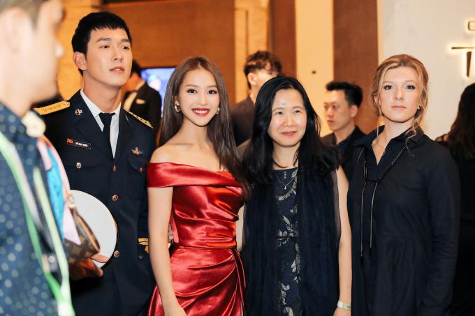 <p> Tham dự Lễ trao giải, hai diễn viên Việt Nam có dịp hội ngộ các tên tuổi diễn viên truyền hình nổi tiếng, gặp gỡ với các nhà làm phim đến từ các quốc gia châu Á khác như Hàn Quốc, Nhật Bản, Singapore...</p>