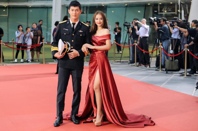 """<p> Sánh đôi cùng Khả Ngân trên thảm đỏ là """"nam thần"""" Song Luân. Cả hai vừa có sự kết hợp trong dự án phim """"Hậu duệ mặt trời"""" phiên bản Việt.</p>"""