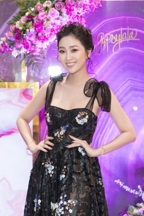 MC Liêu Hà Trinh diện váy voan gợi cảm.
