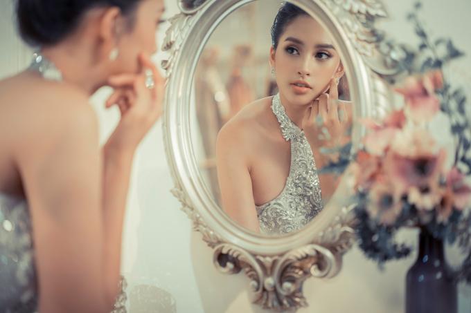 Vừa kết thúc Miss World, Tiểu Vy được chọn làm 'nàng thơ' ở fashion show