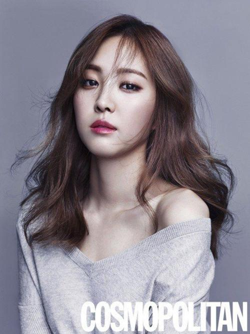 Được mệnh danh là nữ hoàng quảng cáo, Son Na Eun rất chịu khó thử nghiệm các concept thời trang, lay-out trang điểm khác nhau.