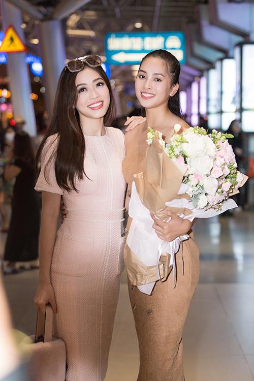 Tiểu Vy có mối quan hệ khá tốt với các hoa á hậu, trong thời gian tham gia Miss World. Hội chị em không ngừng kêu gọi khán giả ủng hộ cho đại diện Việt Nam.