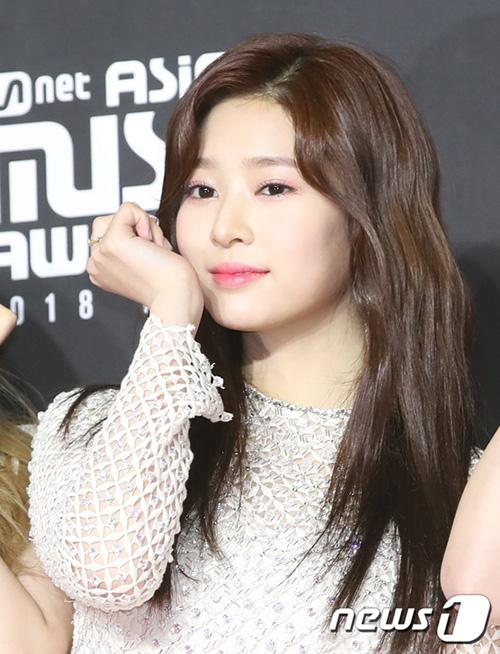 Kim Min Ju có nhiều nét giống với Tzuyu (Twice).