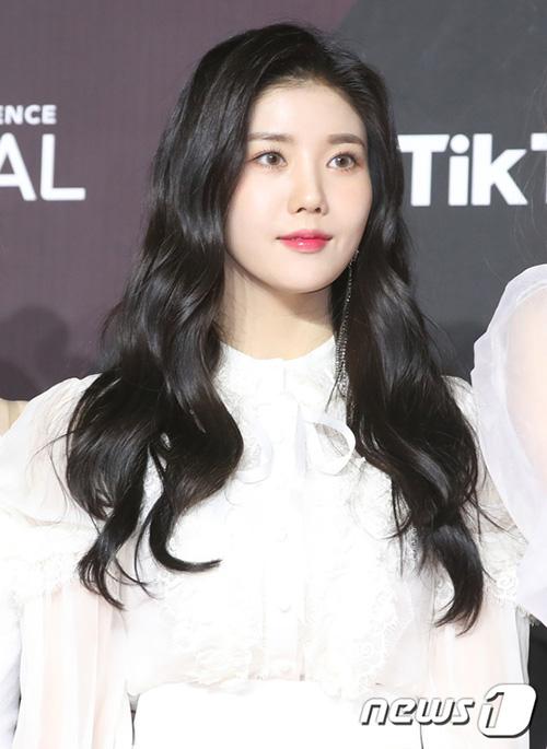 Kwon Eun Bi là nữ thần của các fan nam. Cô nàng có góc nghiêng giống Irene và hình thể nóng bỏng.