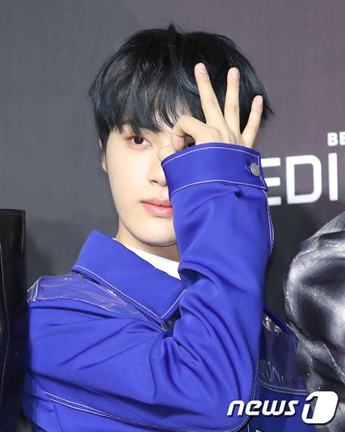 Joo Hak Nyeon từng bị loại đầy tiếc nuối ở Produce 101 vẫn tỏa sáng trong nhóm mới.