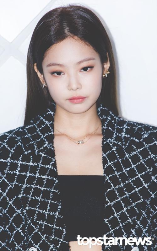Jennie dự một sự kiện của Chanel nhưng lại... mặc đồ của hãng khác?