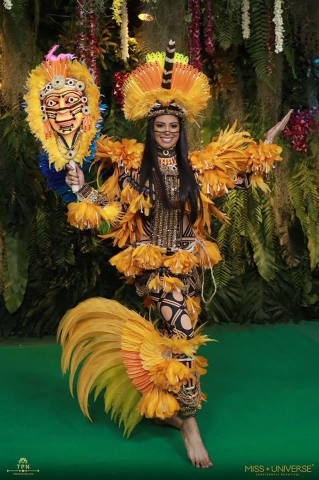 <p> Người đẹp Brazil diện đồ kiểu thổ dân với những chi tiết đặc trưng như mặt nạ vẽ, quần áo kết từ lông vũ...</p>