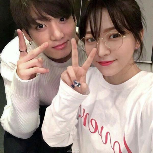 Jung KookvàYeri (Red Velvet) cũng từng bị đưa vào tầm ngắm vì một vài điểm trùng hợp đáng ngờ. Nhiều fan tin rằng đây là một cặp đôi bí mật, ghép nhiều ảnh tình tứ của cả hai. Tuy nhiên sau đó, Yeri từng lên tiếng trong một show giải trí, khẳng định cô không có bạn trai.
