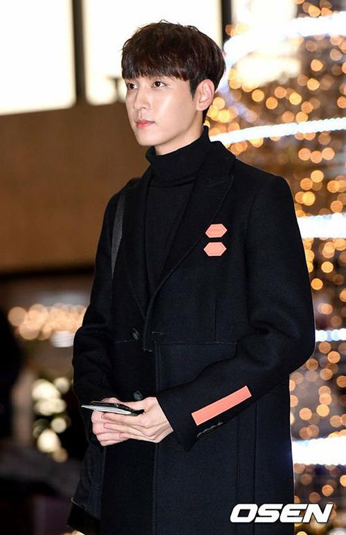 Choi Tae Joon gây ấn tượng với chiều cao nổi bật, khuôn mặt nhỏ.