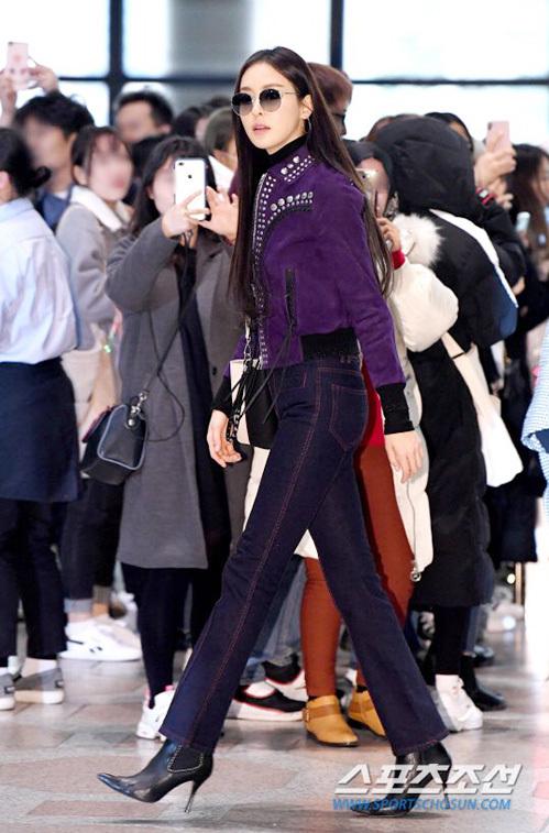 Lee Da Hee khoe đôi chân dài miên man cùng phong thái như người mẫu. Trong năm 2018, nữ diễn viên nổi tiếng nhờ bộ phim Beauty Inside.