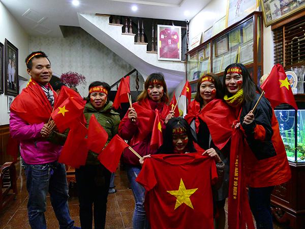 Fan ở nhà Quang Hải.
