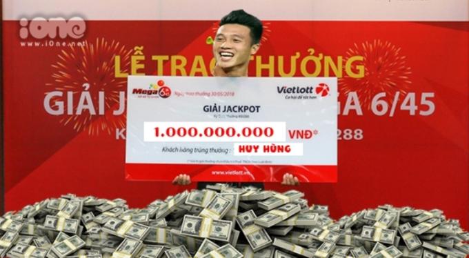 """<p> Sau một thời gian """"ủ mưu"""", huấn luyện viên Park Hang-seo đã quyết định tung """"vũ khí bí mật"""" Huy Hùng vào sân, nhanh chóng đem lại bàn thẳng mở màn trong chớp nhoáng ở phút thứ 22 tại trận chung kết lượt đi giữa Việt Nam và Malaysia trên sân Bukit Jalil. Điều này đồng nghĩa với việc tiền vệ này sẽ nhận được tiền thưởng trị giá 1 tỷ đồng từ nhà tài trợ.</p>"""