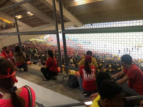 Nhiều CĐV Nam không được vào khán đài SVĐ để xem thi đấu dù có vé.