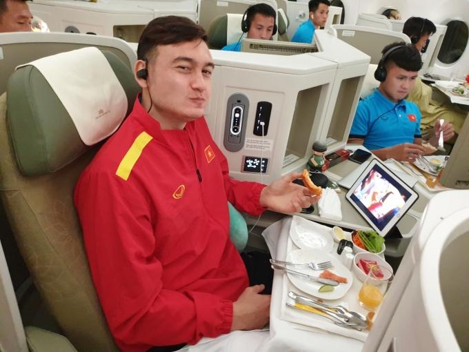 <p> Đội tuyển Việt Nam sẽ có hai ngày nghỉ ngơi phục hồi cũng như chuẩn bị cho trận chung kết lượt về diễn ra vào 15/12.</p>