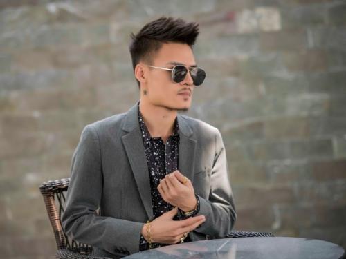 Hoa Vinh đã gọi điện xin lỗi Tuấn Hưng sau khi bị đàn anh dằn mặt trên mạng xã hội.